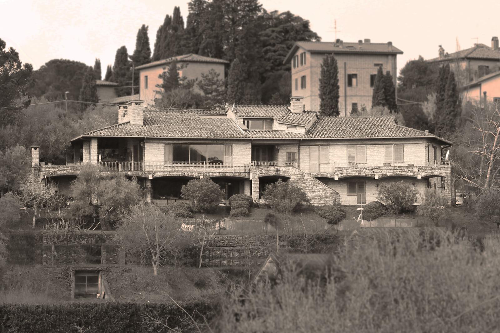 2-esterno-villa-prima