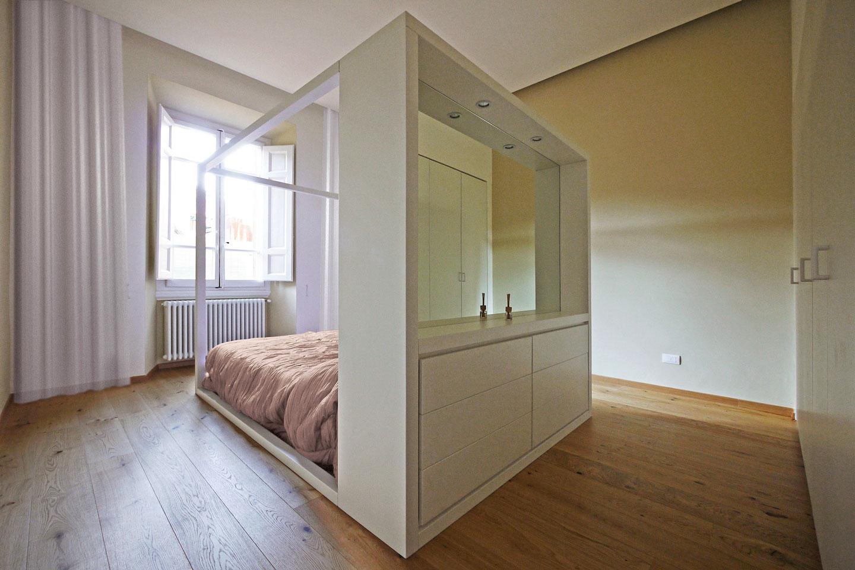 24-letto-minimale-cassettiera-specchiera-firenze