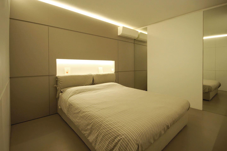 55_camera-con-testata-letto-di-design-con-nicchia-illuminata-_-JFD