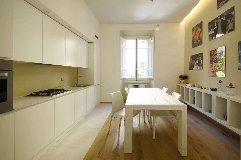 17-cucina-moderna-bianca-parquet-firenze